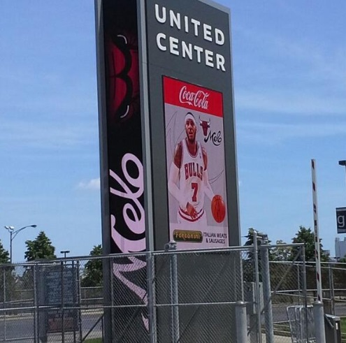 PHOTO Carmelo Anthony Put On United Center Signage In Parking Lot As Soon As He Was Traded