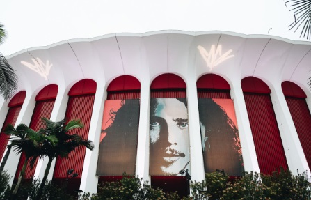 PHOTO Chris Cornell On The Front Of The Forum In LA