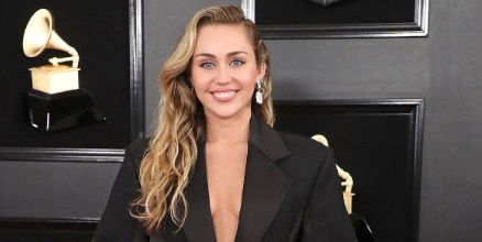 PHOTO Miley Cyrus Wearing Tux At Grammys