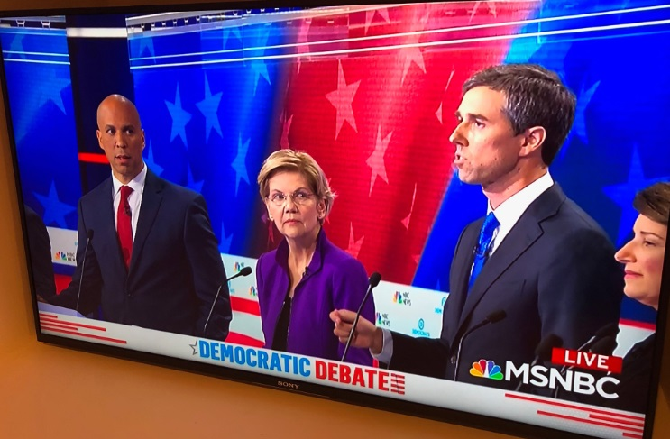 PHOTO Cory Booker SIDE EYES Beto O'Rourke For Answering Question In Spanish