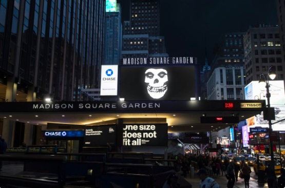 PHOTO Knicks Put Sign On Madison Square Garden To Show Teams Title Chances