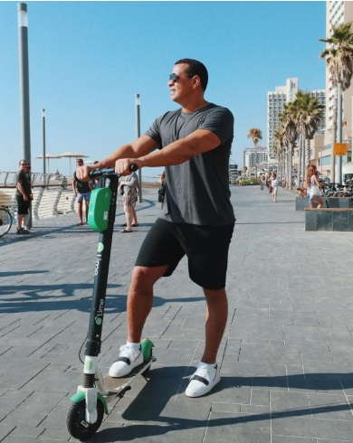 PHOTO Alex Rodriguez Riding Lime Scooter In SF He Rented