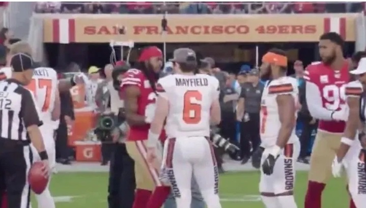 PHOTO Richard Sherman Shaking Hands With Baker Mayfield