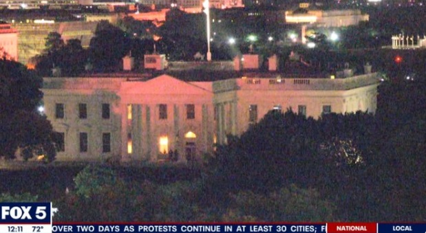 PHOTO Emergency Lights Shining Off Of A Darkened White House