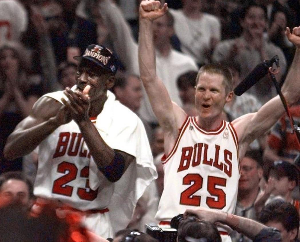PHOTO Steve Kerr Flexing In Michael Jordan's Face