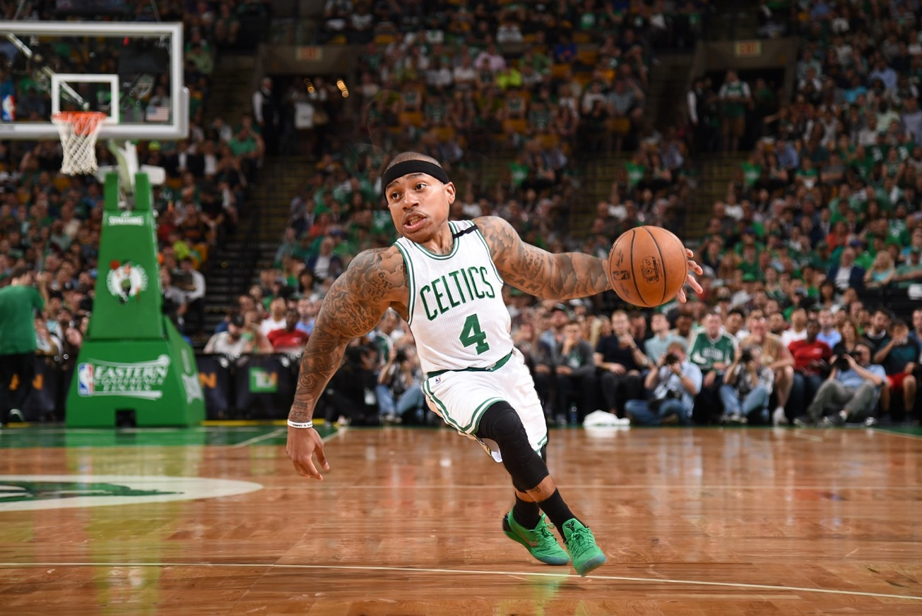 PHOTO Isaiah Thomas Shrunk To Look Like A Midget